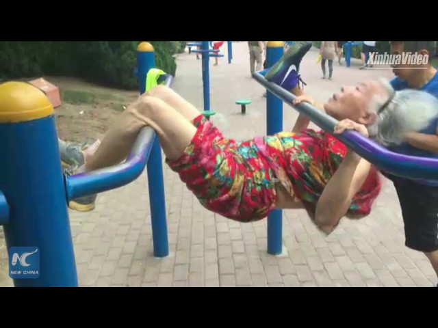 85-year-old granny enjoys parallel bars workout