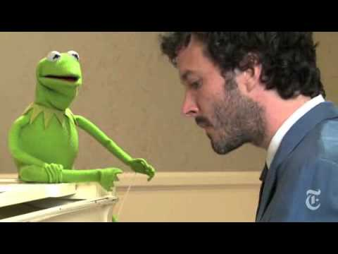 Bret McKenzie and Kermit the Frog sing