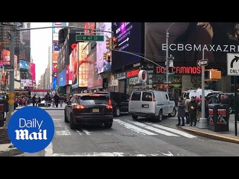 Sharina Hudson drives through red light in NYC while on phone - Daily Mail