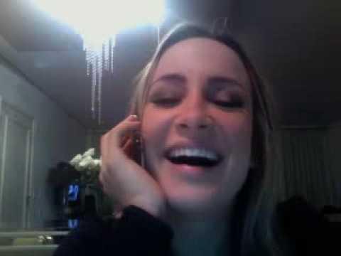 Vexame: Claudia Leitte na frente da webcam sem saber que estava ligada