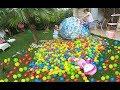 Topla dolu elsa oyun evini bahçeye çıkardık 2500 topu bahçeye döktük