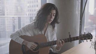 "Daniela Andrade - ""Shore""のライブ・セッション映像を公開 新譜EP「Shore」収録曲 thm Music info Clip"