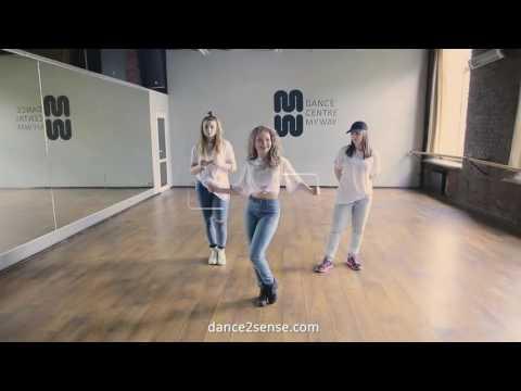 Вика Верник танцует