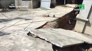 Ngôi nhà bất ngờ sụp xuống hố sâu 4m ở Hà Nội | VTC14
