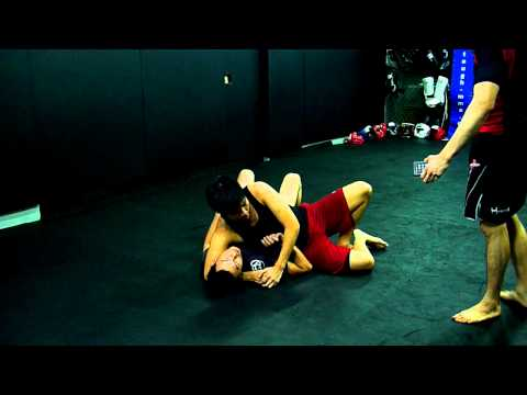 2011-11-24 地板關節技練習 Submission Wrestling Drill 01.MOV Image 1