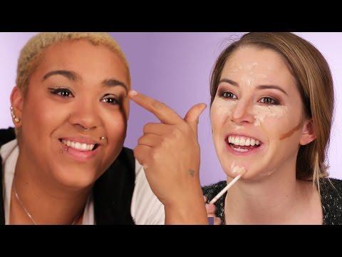 Women Try The No-Mirror Makeup Challenge