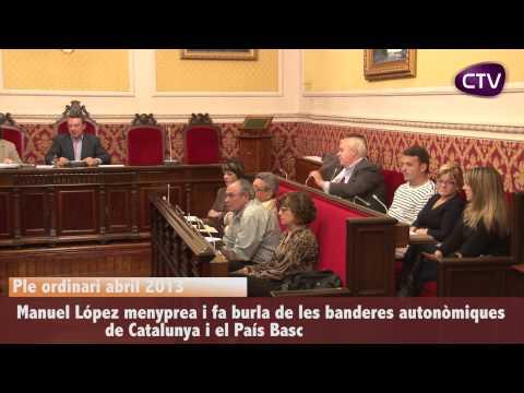 EL REGIDOR MANOLO LÓPEZ FA BURLA D'ALGUNES BANDERES AUTONÒMIQUES