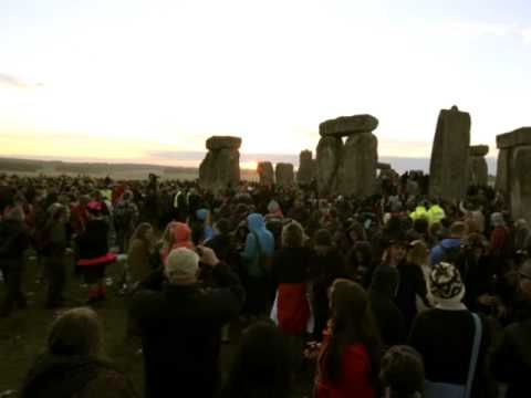 New Agers, neo-pagans at Stonehenge for solstice - Worldnews.