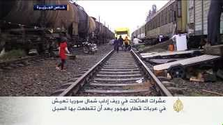 عائلات تعيش في عربات قطار بريف إدلب