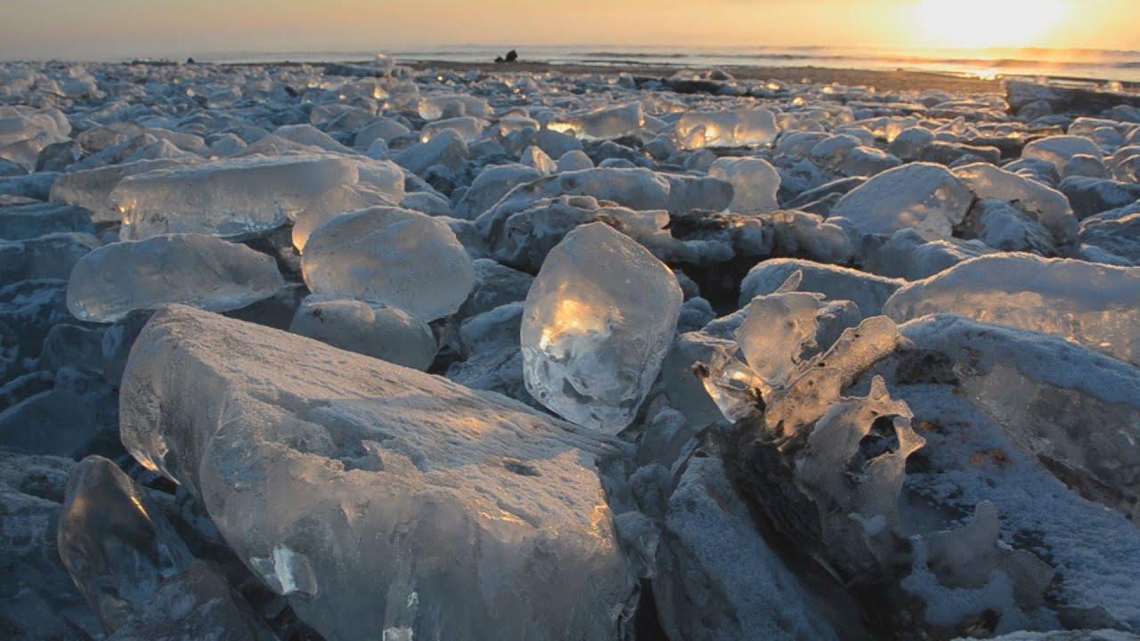 氷の宝石、朝日に輝く