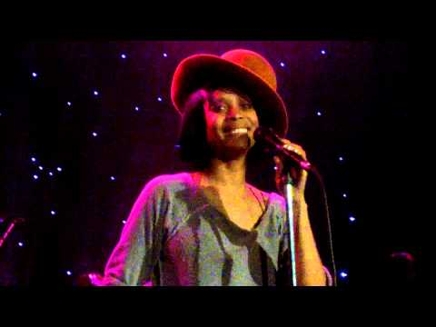 Erykah Badu Soldier mar 29 2013 HOB Chicago