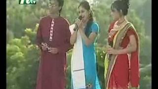 Closeup1 2008 - Dina - Luke Bhole Bhole Re Ghor Bhari Bala Nai Amar