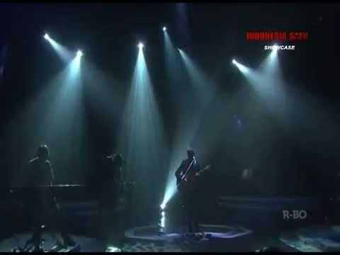 "Adhitia Sofyan - ""Tokyo Lights Fade Away"" live from Showcase Kompas TV."