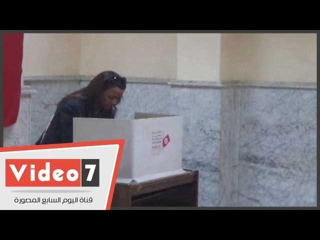 بالفيديو.. توافد الجالية التونسية بمصر على سفارتهم للتصويت فى انتخابات الرئاسة