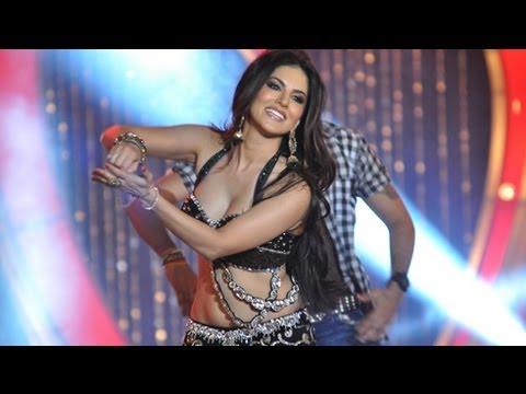 Sunny Leones Laila Teri Le Legi Live Performance | Shootout...