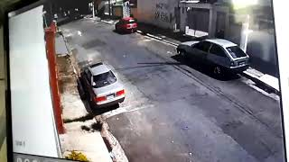 Assaltante morre atropelado após tentativa de assalto.