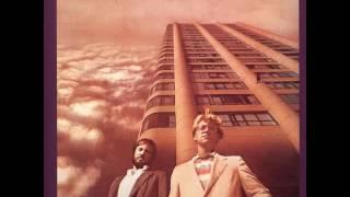 Watch America 5th Avenue video