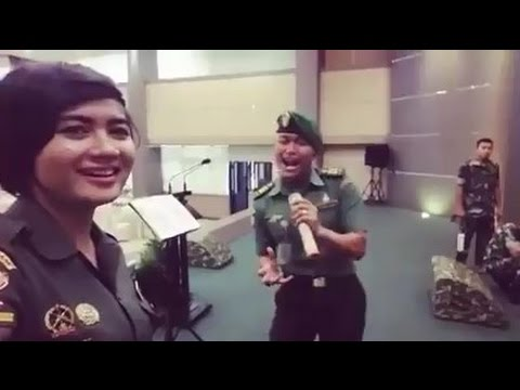 Duet Hebat 2 TNI - Nyanyiin Lagu Cinta Kita , Mantap Banget Suaranya