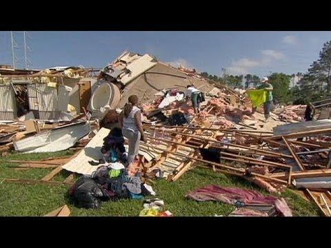 Mehr als 30 Tote nach Tornados in den USA