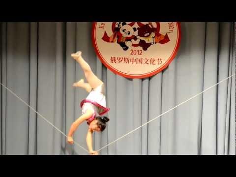 Куколка, хождение по канату / Walking on a tightrope / (娃娃,走钢线)