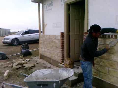 Pegando piedra y ladrillo con wilson y el pelon youtube for Construccion de piscinas con ladrillos