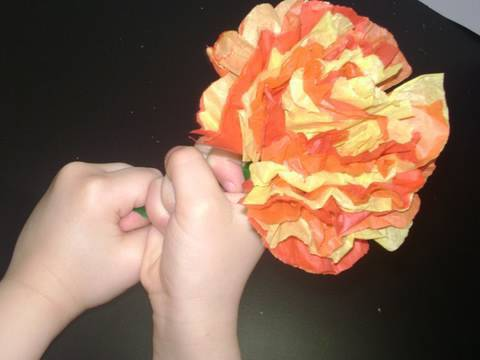 Easy Kids Crafts: Colorful Mexican Tissue Paper Flower