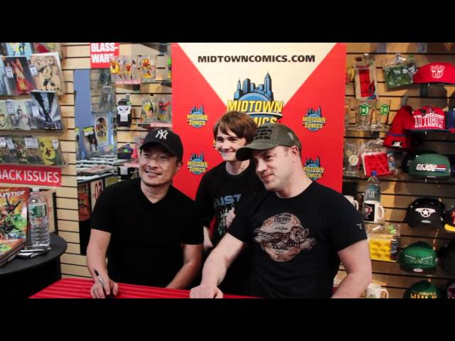 Jim Lee and Geoff Johns sign Justice League at Midtown Comics