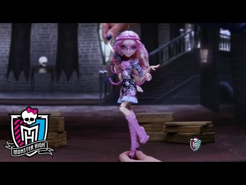 Monster High® - Honey Swamp and Elissabat Commercial