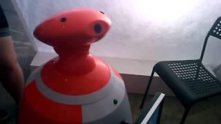 Общение с роботом на выставке робототехники