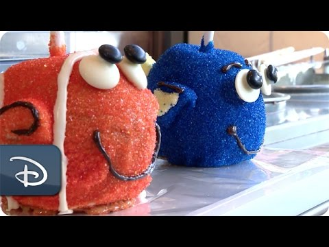 DIY: How-To Make a Finding Dory Candy Apples   Walt Disney World