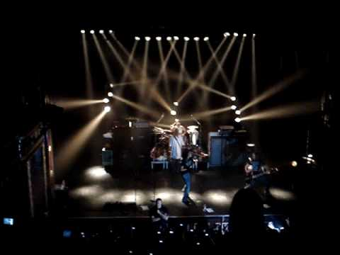 Tokio Hotel - Dont Jump (concierto En Montral) video
