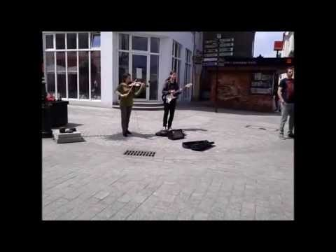 Dziewczyna Na Skrzypcach + Chłopak Na Gitarze - Deptak W Zielonej Górze