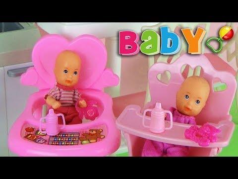 Мультик Мама и Папа смотрят за малышами Играем с куклами Видео для детей Play Doll Baby