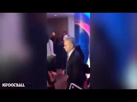 La reacción de Mourinho al ser cuestionado por el fichaje de Guardiola por el City ? 2016