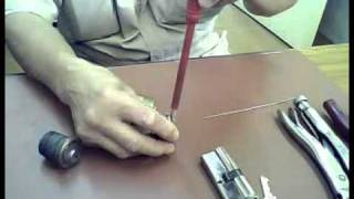 stuckup key in the lock cylinder, how to remove it, and solve the problem.avi