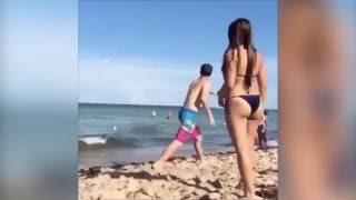 Perfect catch! Watch bikini girl's joy as man at sea catches frisbee - Trending News