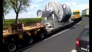 Heavy transport of turbine - two trucks in tandem