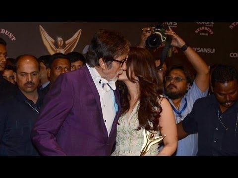 Aishwarya Rai & Amitabh Bachchan Kiss In PUBLIC At Colors Stardust Awards 2015
