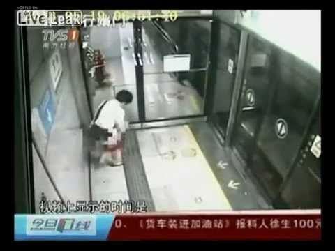 Woman Finishes Shitting Alone On Subway Platform Within 10 Seconds video