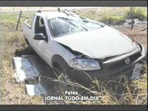 Motorista morre ao capotar carro em ultrapassagem na MGT 226