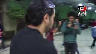 هاني سلامة وزينة يهربان من كاميرات الصحفيين في عزاء والدة المخرجة كاملة أبو ذكري