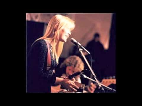 Laura Allan ♪ Slip and Slide (unplugged)