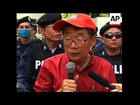 """Red shirts hand letter to US embassy, """"pink"""" peace protest"""