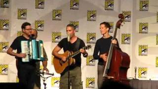 Comic-Con 2010: Barenaked Ladies sing The Big Bang Theory theme