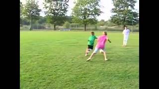 طفل يقلد كل حركات كرستيانو رونالدو