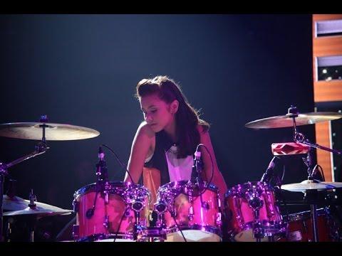 La joven baterista realizó una gran presentación al ritmo del mambo y la cumbia. El jurado y el público presente la acompañó con las palmas en la Gran Final, donde se ubicó en el tercer...