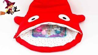 Adorable Tiburon Rojo Lleno de Sorpresas