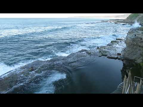 Bogey Hole: ein Schwimmbecken aus Fels in Newcastle, Australien