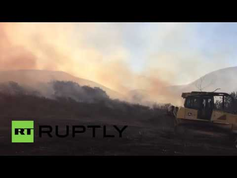 USA: Helicopters battle against 1,200-acre wildfire in California