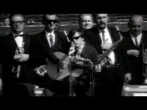 1968 WS Gm5: Jose Feliciano performs natonal anthem